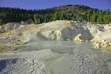 Hydrothermal field at Lassen volcano (Photo: Tom Pfeiffer)