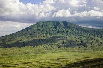 Lengai's extinct neighbor volcano, Kerimasi. (Photo: Tom Pfeiffer)
