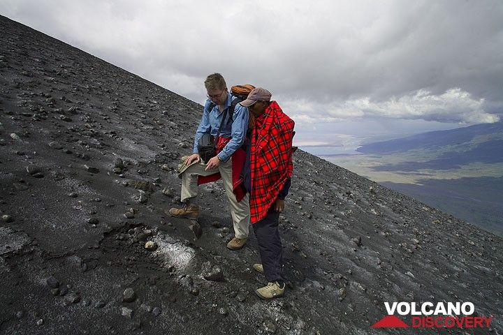 Philip and our Maassai guide Peter examining one of the many fresh impacts on the southern slope of the crest between the north and south crater. (Photo: Tom Pfeiffer)