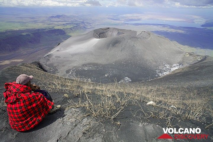 The new ash cone is occupying all of the north crater. None of the former hornitos is there any more. (Photo: Tom Pfeiffer)
