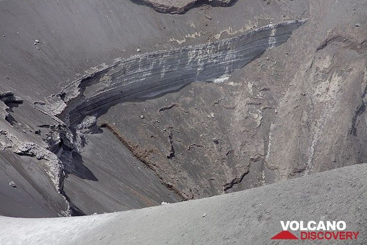 Zoom onto the crater walls. (Photo: Tom Pfeiffer)