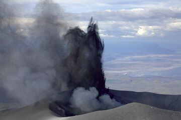 Pulsating fingers of ash and blocks erupting silently from the crater. (Photo: Tom Pfeiffer)
