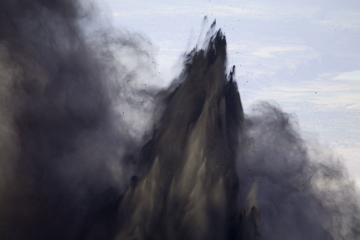 Erupting jets of ash drawing thick fingers of ash. (Photo: Tom Pfeiffer)