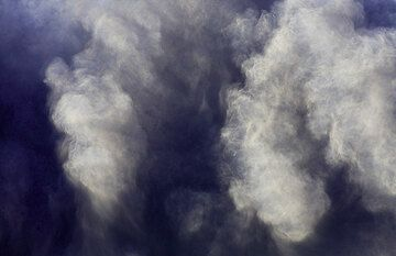 Light and shadow in the ash cloud. (Photo: Tom Pfeiffer)