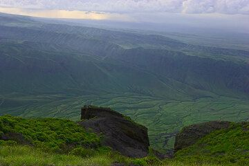 View onto the green, deeply gullied western escarpment of the Rift Valley (Photo: Tom Pfeiffer)