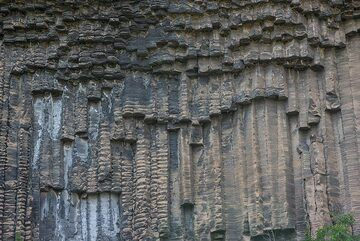 Vertical prismatic lavas in canyon of the Azat River, Armenia (Photo: Tom Pfeiffer)
