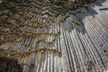 Massive lava flows showing some of the most impressive columnar jointed prisms are exposed in the canyon of the Azat River, beneath the village of Garni, famous for its preserved Roman temple. The excursion from the temple down into the river valley should not be missed if you're interested in geology and visit the area. (Photo: Tom Pfeiffer)