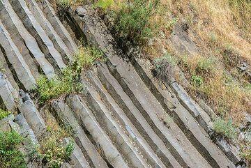 Oblique columns (Photo: Tom Pfeiffer)