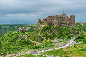 Amberd fortress, dating back to the 10th century, is located at 2,300 meters above sea level on the slopes of Mount Aragats volcano NW of the capital Yerevan. (Photo: Tom Pfeiffer)