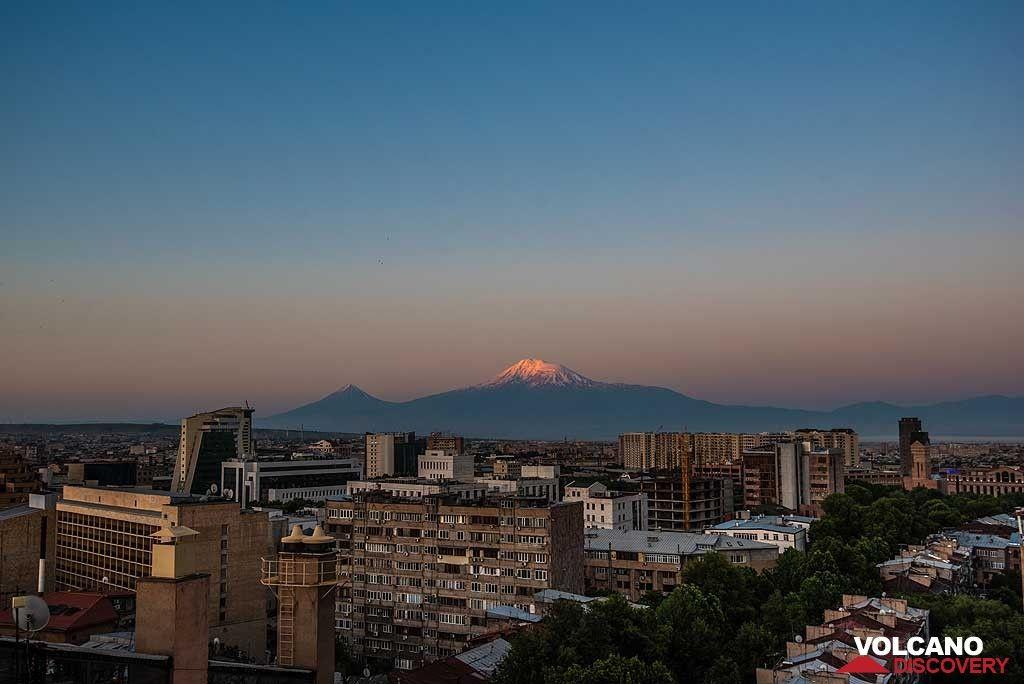 Sunrise over Ararat volcano seen from Yerevan (Photo: Tom Pfeiffer)