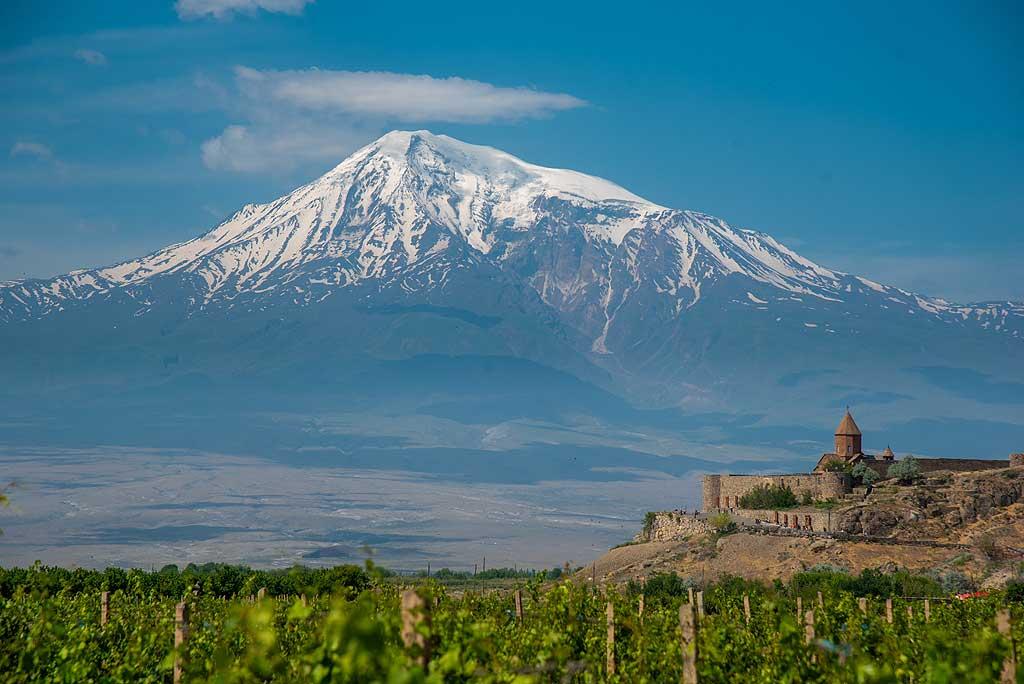 Khor Virap monastery with the backdrop of Ararat volcano. (Photo: Tom Pfeiffer)