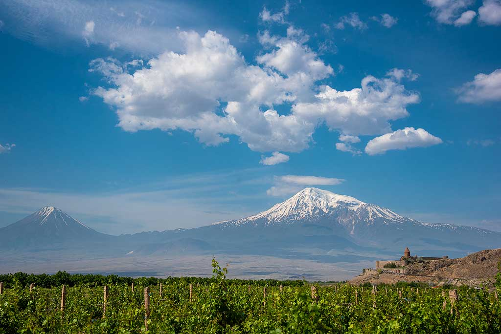 Famous Khor Virap monastery with small and big Ararat in the background. (Photo: Tom Pfeiffer)