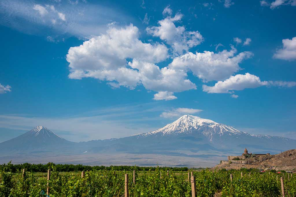 Khor Virap monastery with the backdrop of lesser and great Ararat volcano.  (Photo: Tom Pfeiffer)