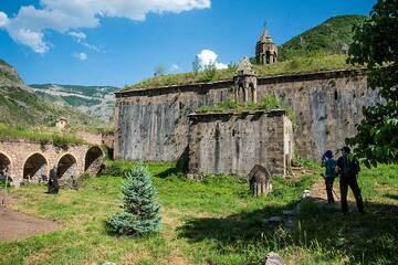 Inside the Great Hermitage of Syunik (Tatevi Mets Anapat) (Photo: Tom Pfeiffer)