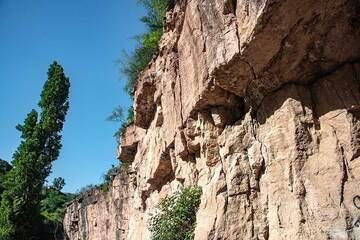Vertical cliffs at Devil's Bridge (Photo: Tom Pfeiffer)