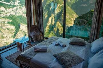 Spectacular views from the bedroom of our hotel (Photo: Tom Pfeiffer)
