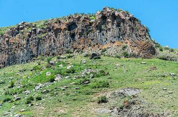 Columnar jointed lava flow near Sisian in the Syunik Province. (Photo: Tom Pfeiffer)