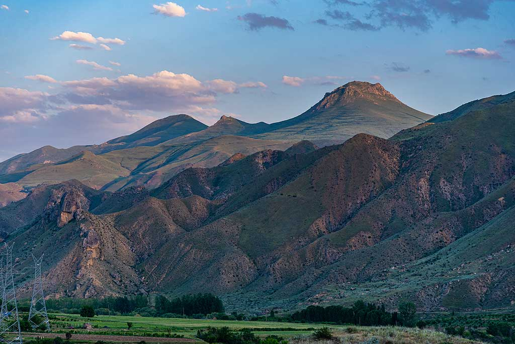 Sunset mood in the Arpa river valley (Photo: Tom Pfeiffer)
