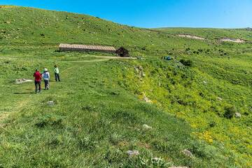 Walking towards Orbelian's Caravanserai (also known as Selim Caravanserai), built in 1332 by prince Chesar Orbelian to provide shelter and rest for travelers and their animals as they crossed between the mountainous Vayots Dzor region to the south and Lake Sevan in the north. (Photo: Tom Pfeiffer)