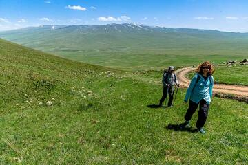 Climbing the lower slopes of Armaghan. (Photo: Tom Pfeiffer)