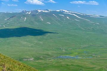 View towards the Syunik volcanoes and the meadows in the flat land below. (Photo: Tom Pfeiffer)