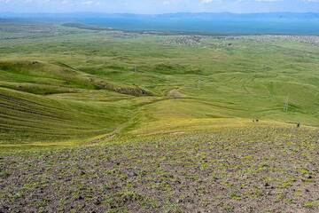 On the steep way down the NE flank of Armaghan cone, the others are already far ahead. Lake Sevan is in the background. (Photo: Tom Pfeiffer)