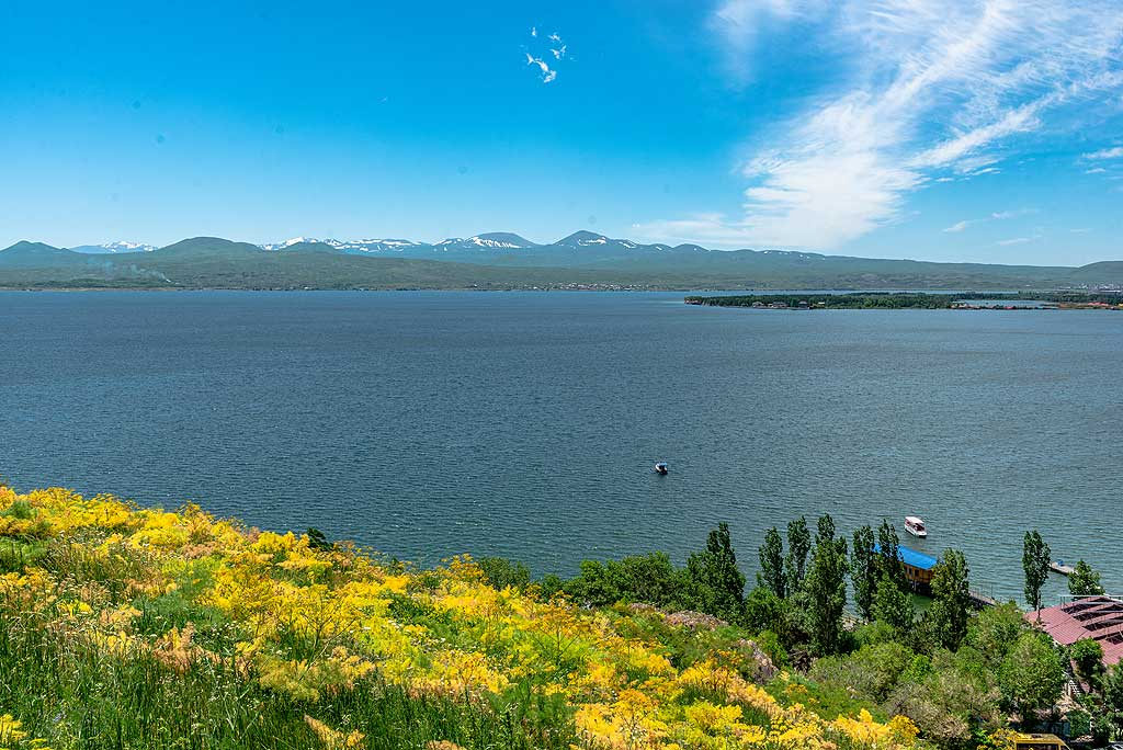 View of Lake Sevan, the largest fresh-water reservoir in the southern Kaukasus region, from the western shore. (Photo: Tom Pfeiffer)