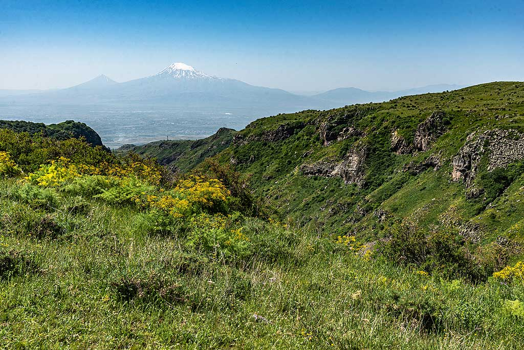 Canyon near Amberd fortress on Aragats volcano, with distant view of Ararat. (Photo: Tom Pfeiffer)