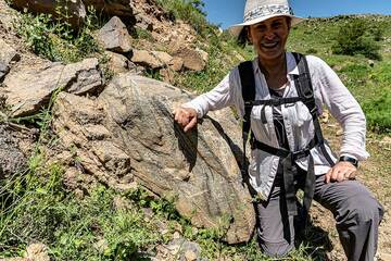 Our wonderful and extremely knowledgeable guide Armenie posing at a lava boulder exposing internal flow structures. (Photo: Tom Pfeiffer)
