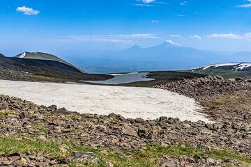 View from 3400 m on Aragats towards Ararat volcano in the far southern horizon. (Photo: Tom Pfeiffer)