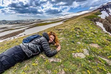 Marina photographing flowers (Photo: Tom Pfeiffer)