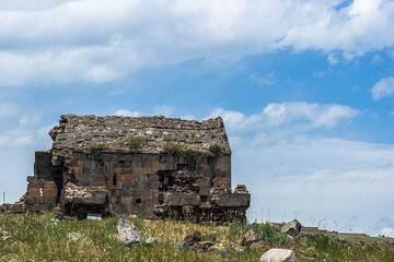 Small chapel near Saghmosavank Monastery. (Photo: Tom Pfeiffer)