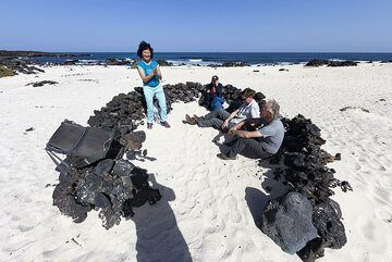 A break in the wind protected stone walls at the beach Playa blanca Orzola on Lanzarote island. (Photo: Tobias Schorr)