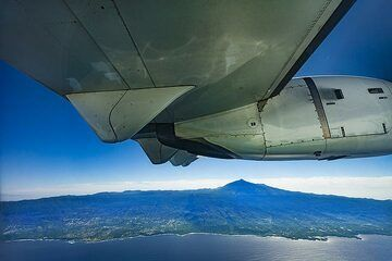 Flight from Tenerife north to El Hierro island with a beautiful view on the huge Teide volcano on Tenerife. (Photo: Tobias Schorr)