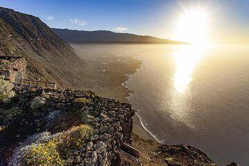 The great view from the mirrador de la Panea on El Hierro island. (Photo: Tobias Schorr)
