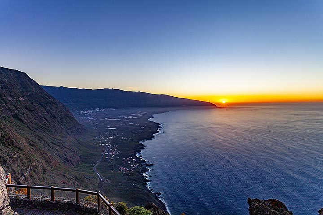 Sunset over the valley of El Golfo on El Hierro island. (Photo: Tobias Schorr)
