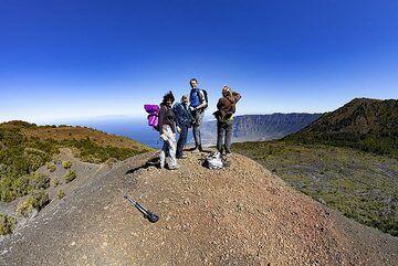 The VolcanoAdventures group on the top of Tanganasoga volcano on El Hierro island. (Photo: Tobias Schorr)