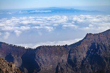 View over the caldera Tamburiente towards La Gomera island. La Palma island. (Photo: Tobias Schorr)