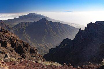 View ov er the caldera Tamburiente towards the younger south volcanoes Cumbre Nueva. La Palma island. (Photo: Tobias Schorr)