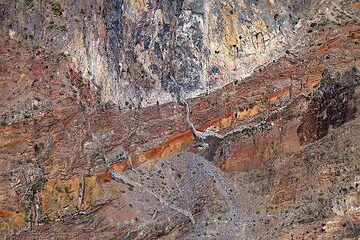 Dykes cutting volcanic layers in the caldera Tamburiente on La Palma island. (Photo: Tobias Schorr)