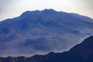 View to the Cumbre Vieja volcano craters. The geological youngest areas on La Palma island. (Photo: Tobias Schorr)