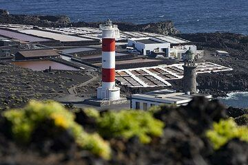 The lighthouse and the salinas of Fuencalliente on La Palma island. (Photo: Tobias Schorr)