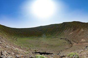 View into a phreatic crater of the caldera Blanca on Lanzarote. (Photo: Tobias Schorr)