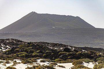 The La Corona volcano on Lanzarote island. (Photo: Tobias Schorr)