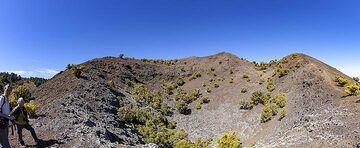 Panoramic view of the Tanganasoga crater on El Hierro island. (Photo: Tobias Schorr)