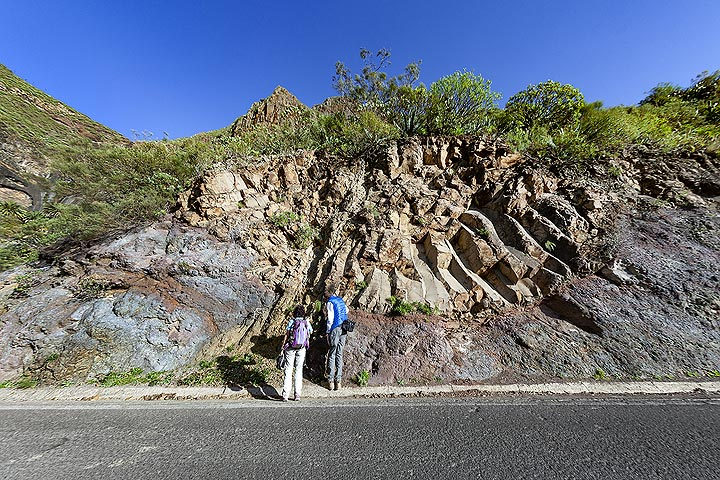 Impressing structure of an former lava flow and a vent that cuts it. Masca valley, Tenerife island. (Photo: Tobias Schorr)