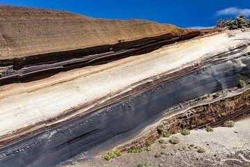 As and pumice layers at the Mirador de la Tarta. Tenerife island. (Photo: Tobias Schorr)