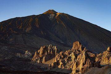 Evening light over the Roques de Garcia and the Teide volcano on Tenerife island. (Photo: Tobias Schorr)