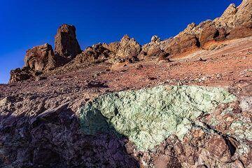 A hydrothermally altered rocks in former pyroclastic flows at Mirador de Los Azulejo. Tenerife island. (Photo: Tobias Schorr)