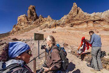 The VolcanoDiscovery group at Mirador de Los Azulejo on Tenerife island. (Photo: Tobias Schorr)